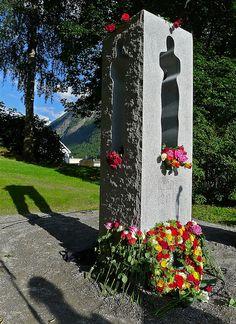 Rjukan: Nico Widerbergs 22. juli-monument Sidewalk, Artist, Norway, Sculptures, Side Walkway, Artists, Walkway, Walkways, Pavement
