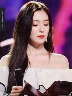 Red Velvet - Irene Bae, Red Velvet Irene, Seulgi, Face Shapes, Kpop Girls, Documentaries, Rapper, Girly, Singer