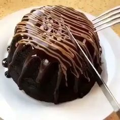 The Most Amazing Chocolate Cake You'll Ever Have - Lecker schmecker süß - Pastel de Tortilla Lava Cake Recipes, Lava Cakes, Dessert Recipes, Dessert Food, Just Desserts, Delicious Desserts, Yummy Food, Food Cakes, Cupcake Cakes