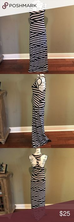 """🎉Host Pick🎉 Gianni Bini Maxi Dress-Make an Offer Size Large, Gianni Bini Maxi Dress.  62"""" Length.  The tag  doesn't specify material, but it's slinky and has a lot of stretch.  In great pre-owned condition. Gianni Bini Dresses Maxi"""