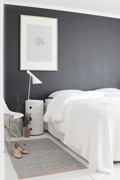 Black-and-white-bedroom-design-picture - Home Decorating Trends - Homedit Dream Bedroom, Home Bedroom, Master Bedroom, Bedroom Decor, Bedroom Wall, Bedroom Ideas, Peaceful Bedroom, Bedroom Interiors, Budget Bedroom