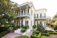 New Orleans Garden District: It took 10 years to renovate this square foot Garden District mansion New Orleans Mansion, New Orleans Homes, Landscaping Around Deck, Backyard Landscaping, Beautiful Buildings, Beautiful Homes, Southern Style Homes, New Orleans Garden District, New Orleans Architecture