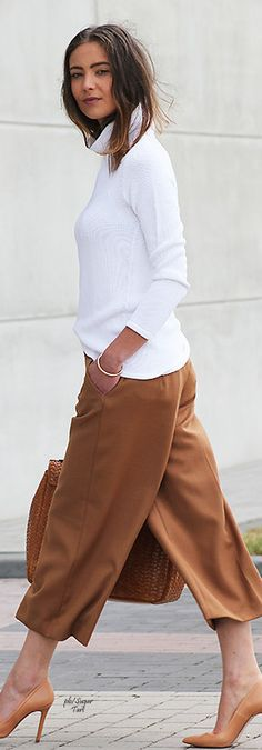 Culottes for work Work Fashion, Fashion Outfits, Womens Fashion, Brown Fashion, Fasion, Culottes Outfit, Cullotes Outfit Work, Street Chic, Street Style