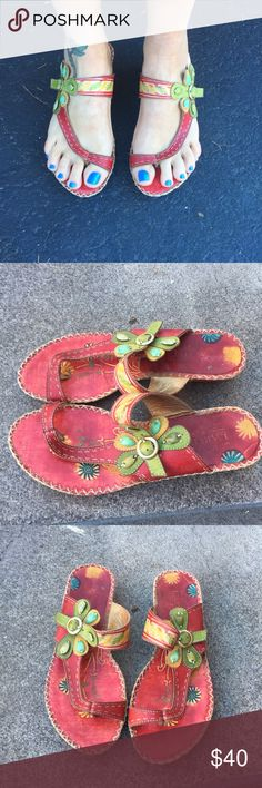 L'Artiste artistic sandals 💗💗 EUC flora design style is Santorini says size euro 41 but fits size 9.5 /10 has nice gems on them !! So artistic .. small heel L' Artiste  Shoes Sandals