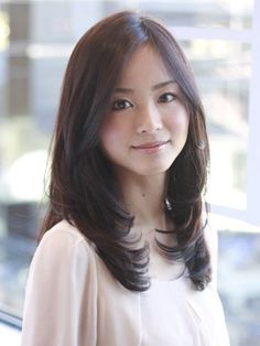 Trendy Hair Cuts Middle Part Mid Length Haircuts For Medium Hair, Medium Layered Haircuts, Medium Hair Cuts, Long Hair Cuts, Medium Hair Styles, Long Hair Styles, Middle Hair Cut, Middle Length Haircuts, Rebonded Hair