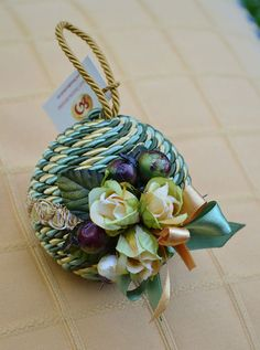 "MEDIUM ""NATALIA"" CHRISTMAS BAUBLE - Green / Gold - PatriziaB.com  Christmas bauble covered by a silk cordon with elegant trimmings, a fine decor of fabric rosettes and two coloured silk bows"