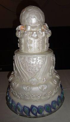 Alexis & Alfredo's Wedding Day. Soccer Wedding, Round Wedding Cakes, Cake Pops How To Make, I Am Awesome, Groom, Wedding Day, Bride, Wedding Dresses, Peacock