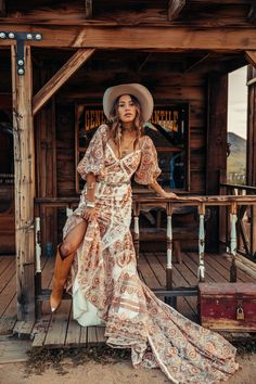 Bohemian maxi dress, boho style clothing, boho-chic clothes, gypsy summer long dress on boho boutique Hippie Stil, Mode Hippie, Boho Wedding Dress, Boho Dress, Gown Wedding, Bohemian Dresses, Bridal Gown, Western Wedding Dresses, Bohemian Bride
