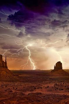 Lightning at Monument Valley at the American Southwest's Utah-Arizona border, USA. All Nature, Amazing Nature, Beautiful Sky, Beautiful World, Thunder And Lightning, Lightning Storms, Lightning Pics, Tornados, Thunderstorms