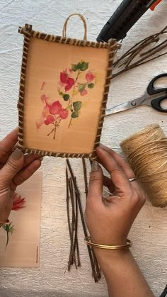 Diy Wall Decor For Bedroom, Diy Crafts For Home Decor, Creative Arts And Crafts, Diy Wall Art, Quirky Home Decor, Cool Paper Crafts, Craft Stick Crafts, Resin Crafts, Macrame Wall Hanging Diy