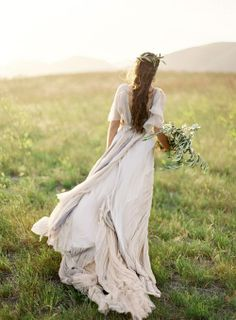 #Wedding #Dress #boho ♡ Wedding Planning App ... Your complete Ceremony & Reception Planning Guide. For brides, grooms, parents & planners ♡ https://itunes.apple.com/us/app/the-gold-wedding-planner/id498112599?ls=1=8 ♡ Weddings by Colour ♡ http://www.pinterest.com/groomsandbrides/boards/