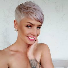 Short Pixie Cut 2019 If you want to change your hairstyle and amp up your overall look then you should checkout our hairstyle ideas. Today, we have brought some of the Best Pixie Cuts… Super Short Hair, Short Grey Hair, Short Hair Cuts For Women, Short Hair Styles, Short Cut Hair, Blonde Short Hair Pixie, Ash Blonde, Pixie Cut Kurz, Brunette Pixie