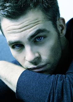 Chris Pine (cute picture) *punzie