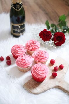 A recipe for prosecco and raspberry cupcakes - a perfect sweet treat for valentines day! Super simple recipe & they taste incredible too! Valentines Baking, Valentine Day Cupcakes, Valentines Day Desserts, Heart Cupcakes, Pink Cupcakes, Valentine Treats, Fondant Cupcake Toppers, Cupcake Cakes, Rose Cupcake