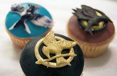 I love cupcakes. I love the Hunger Games. I double love Hunger Games cupcakes Hunger Games Party, The Hunger Games, Hunger Games Trilogy, Game Party, Divergent Series, Movie Party, Party Party, Party Time, Yummy Treats