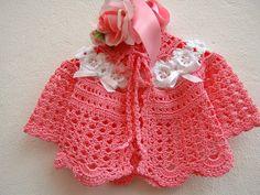 Golfino per bebè eseguito a mano all'uncinetto in cotone rosa con le rose d'Irlanda bianche : Moda bebè di i-pizzi-di-anto