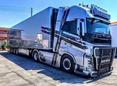 Train Truck, Road Train, Show Trucks, Big Rig Trucks, Bmw Classic Cars, Classic Trucks, Giant Truck, Best Gas Mileage, Armored Truck