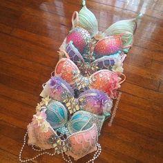 Mermaid bras ❤😮so cool Mermaid Crown, Mermaid Shell Top, Mermaid Bra Top, Mermaid Suit, Mermaid Style, Mermaid Tails, Rave Outfits, Costume Makeup, Dance Costumes