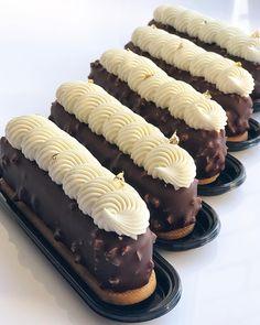 «Стильный Эклер» Так называется эта форма от @silikomartprofessional 👌🏽 Внутри Муссовое пирожное Манго-Йогурт Песочное сабле, прослойка…