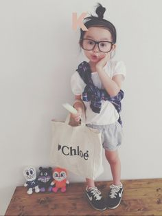 oh my word!! Her Lil chloe bag