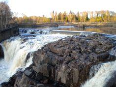 De waterval bij Munkfors is de hoogste natuurlijke waterval in de Klarälv en heeft een verval van 17 meter.