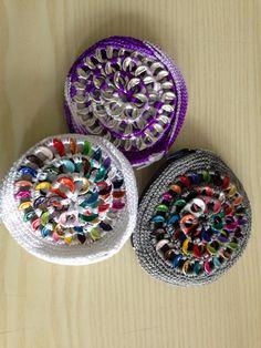 Monederos echos con lacres de aluminio