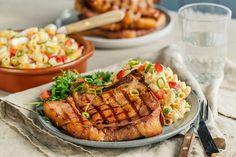 Sommerkoteletter og makaronisalat | Coop Marked Grilling, Pork, Food And Drink, Cooking, Kale Stir Fry, Kitchen, Crickets, Pork Chops, Brewing