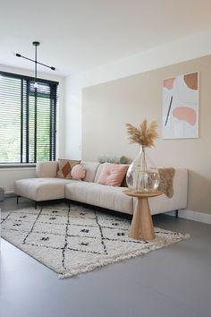 missjettle : Een nieuwe bank New Living Room, Home And Living, Living Room Decor, Living Room Inspiration, Home Decor Inspiration, Cute Apartment Decor, Wall Color Combination, House Inside, Aesthetic Room Decor