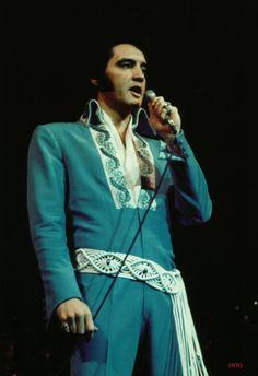 """Elvis in """"Blue Tapestry"""" jumpsuit - 1970 Rock And Roll, Brocade Suits, Elvis In Concert, Elvis Presley Photos, Music Photo, Graceland, Gorgeous Men, Beautiful, How To Wear"""