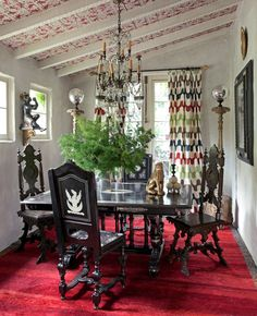 21 Dining Rooms Featuring Statement Rugs