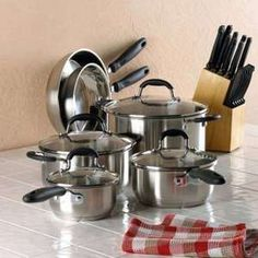 SHIPS FREE This deluxe cookware set includes three saucepans, two skillets, a stock pot and matching lids to make any cooking task a breeze. Whether you're a beginner or a gourmet chef, this cookware set has everything you need for a full-fledged feast! Display items not included! Item D1286