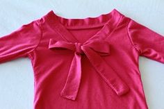 Tutorial: Add a neck bow tie to a t-shirt · Sewing | CraftGossip.com