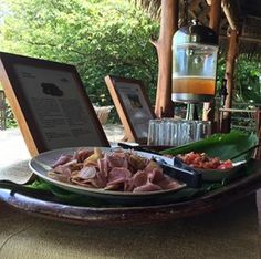 Learn about Costa Rica's tradicional kitchen, chips madre from a local tuber called Tiquisque and sugarcane and lemon juice is just what you need to refresh after a morning full of activities #allnatural #tropicaljuice #tiquisquechips #laparios #natgeolodges #cayugacollection #localcuisine #costarica #osapeninsula #nativefoods