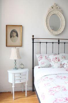 Bedroom Decor Ideas: 7 Unique Ways to Decorate Your Bedside