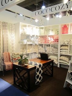 Comfy and Inviting trade show booth. Craft Show Displays, Craft Show Ideas, Store Displays, Display Ideas, Booth Displays, Jewelry Displays, Trade Show Design, Store Design, Skinny Kitchen