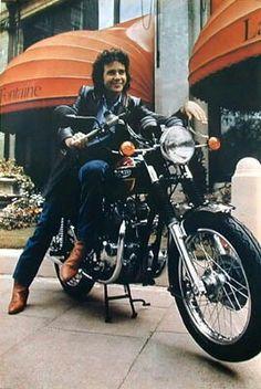 David Essex on a 1980 Triumph Bonneville Essex Boys, David Essex, Norton Commando, Film Script, Bon Scott, Biker Boys, Boy Celebrities, Triumph Bonneville, Triumph Motorcycles