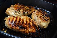 Gorgeous and flavorful, these marinated chicken breasts were actually cooked on the stovetop rather than the grill, making supper come together in a flash! Cast Iron Grill Pan, Cast Iron Cooking, Iron Pan, Iron Skillet Recipes, Cast Iron Recipes, Chick Breast Recipe, Chicken Meal Prep, Chicken Recipes, Cast Iron Chicken