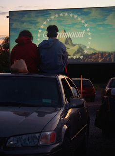 That time you watched a movie outside, even though it was the fifth time you'd seen it, and it felt so comforting and familiar. | 19 Quintessential Summer Photos