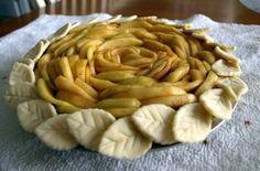 Open-Faced Designer Apple Pie - full recipe & pie crust here http://waisekmao.typepad.com/blog/2011/01/designer-apple-pie.html