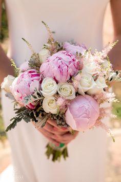 #ramosdenovia #ramos #fabianluque Floral Wreath, Wreaths, Decor, Simple Style, Photo Style, Floral Bouquets, Floral Arrangements, Decoration, Decorating