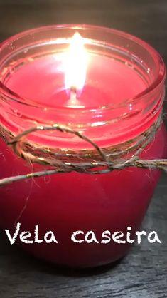 Para iluminar, enfeitar e espalhar boas energias para a casa, veja como é fácil fazer vela caseira. #vela #velacaseira #diy #facavocemesmo #feitoemcasa Diy Home Crafts, Diy Crafts For Kids, Etsy Crafts, Candle Craft, Candle Jars, Velas Diy, Homemade Scented Candles, Diy Candles Easy, Diy Candle Holders