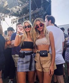 Coachella is here, and that means transitioning into some bohemian chic outfits. Festivals are a great place to show off some skin and have a good time! Check out these 17 incredible outfits perfect for any festival! Festival Looks, Festival Mode, Festival Wear, Summer Festival Outfits, Casual Festival Outfit, Concert Outfit Summer, Festival Shorts, Coachella Festival, Coachella 2018