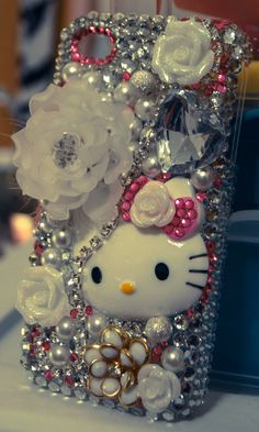 A friend of mine made this and it is so so adorable!!!!!!  DIY Deco Bling iPhone Cover