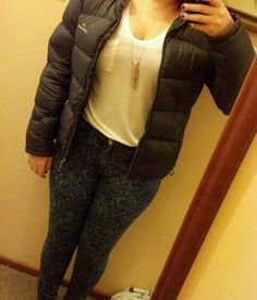Res denim jeans, plain white tee, simple neckless & puffer jacket!