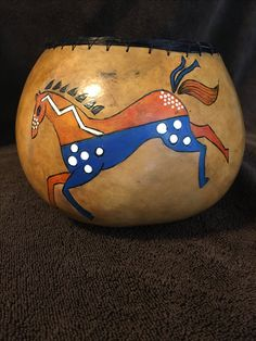 Gourd art by Sue Fuller Simple Designs To Draw, Simple Drawings, American Indians, Native American, Indian Quilt, Horse Crafts, Southwest Art, Pumpkin Crafts, Gourd Art