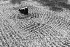 Discover more of the best Zen, Image, Garden, Architecture, and Nippon inspiration on Designspiration Zen Rock Garden, Garden Stones, Garden Art, Ryoanji, Creative Zen, Creative Artwork, Japan Garden, Projection Mapping, Garden Images