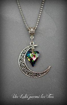 Collier pendentif lune filigrane couleur argenté et coeur en cristal vitrail medium