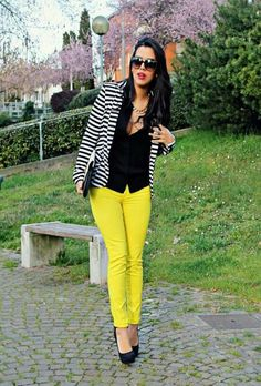 Such a classic, beautiful way to style lemon yellow jeans! Yellow always looks so stunning when paired w/ black and white, and that striped blazer nails it! Yellow Pants Outfit, Yellow Jeans, Red Pants, Fashion Mode, Work Fashion, Fashion Outfits, Fashion Scarves, Fashion Hacks, 1950s Fashion