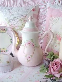 tea pot and pillows by Sweet n Shabby Roses. Vintage Dishes, Vintage China, Vintage Tea, Couleur Rose Pastel, Romantic Cottage, Teapots And Cups, Chocolate Pots, My Tea, Pretty In Pink