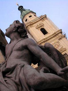 Salzburg - Statue in front of the dome Photographer: Melanie Kuehs Visit Austria, Carinthia, Salzburg Austria, Pinterest Photos, Central Europe, Lake District, European Travel, Places Around The World, Homeland
